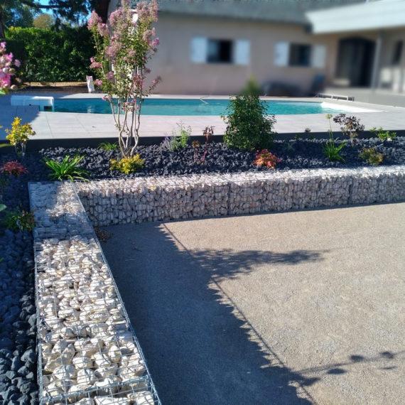 décor paysagé piscine Aveyron